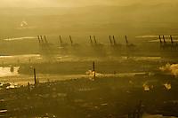 CTA: EUROPA, DEUTSCHLAND, HAMBURG, (EUROPE, GERMANY), 08.01.2009:  Abend, Abenddaemmerung, abends,  Container, Containerhafen, Containerkran, Containerschiff, Containerschiffe, Containerterminal, Containerverkehr, Daemmerung, Deutschland, Elbe, CTA, Container Terminal Altenwerder, Europa, Export, Fluss, Fracht, Gueter, Hafen, Hamburg, Hamburger, Handel, Hansestadt, Import, Industrie, Konjunktur, Kraene, Kran, Licht, Lichter, Logistik, Schiff, Schiffe, Schifffahrt, Sehenswuerdigkeit, Stadt, Staedte, Staedtereise, Stunde, Tourismus, Transport, Urlaub, Verfrachtung, Verladekraene, Verladekran, Ware, Wasser, Wirtschaft, ...c o p y r i g h t : A U F W I N D - L U F T B I L D E R . de.G e r t r u d - B a e u m e r - S t i e g 1 0 2, .2 1 0 3 5 H a m b u r g , G e r m a n y.P h o n e + 4 9 (0) 1 7 1 - 6 8 6 6 0 6 9 .E m a i l H w e i 1 @ a o l . c o m.w w w . a u f w i n d - l u f t b i l d e r . d e.K o n t o : P o s t b a n k H a m b u r g .B l z : 2 0 0 1 0 0 2 0 .K o n t o : 5 8 3 6 5 7 2 0 9.