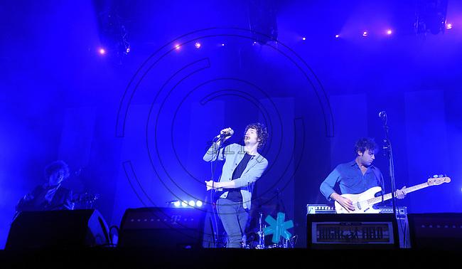 Highfield-Festival 2011 am Störmthaler See. im Bild: The Kooks, Sänger Luke Pritchard (mi),  Hugh Harris an der Gitarre (li) und Peter Denton (Bass, re). Foto: Alexander Bley