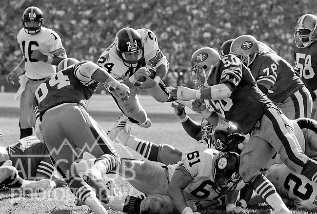 San Francisco 49ers vs. Pittsburgh Steelers at Candlestick Park Sunday, October 14, 1984..Steelers beat the 49ers 20-17.Pittsburgh Steelers Running Back Rich Erenberg (24) on the goal line...