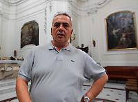 GRAGNANO RIPRISTINATO  L'ANTICO PREMIO DI MARITAGGIO PER LE DONNE CHE CONVOLERANNO A NOZZE ENTRO L'ANNO.NELLA FOTODON ANIELLO PARROCO DELLA  CHIESA di SAN GIOVANNI BATTISTA  DOVE SI EFFETTUERA IL SORTEGGIO.FOTO CIRO DE LUCA