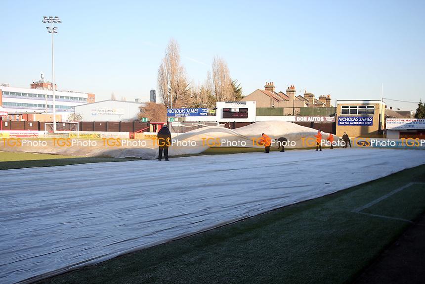 Stewards remove the covers before Dagenham & Redbridge vs Bromley, Vanarama National League Football at the Chigwell Construction Stadium on 21st January 2017