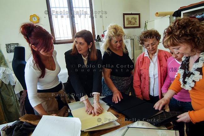 Venezia- Carcere Femminile, Sartoria: detenute che frequentano il corso<br /> &copy; Paolo della Corte/AGF