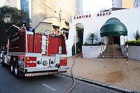 SAO PAULO, SP, 04 MARÇO 2013 - INCENDIO EM RESTAURANTE - Um incêndio atingiu um restaurante na rua Doutor Rafael de Barros, altura do numero 180, próximo a Avenida Paulista por volta das 6 horas da manhã desta segunda, 4. Cinco viaturas do corpo de Bombeiros foram acionadas para o local. Uma pessoa inalou fumaça e foi socorrida pela corporação. (FOTO: ADRIANO LIMA / BRAZIL PHOTO PRESS).