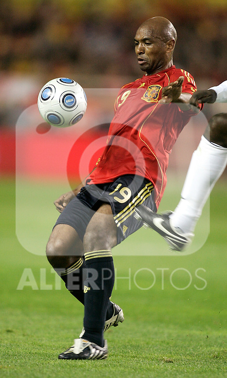 Spain´s  Marcos Senna in duel  during an international friendly, February 11, 2009. (ALTERPHOTOS/Alvaro Hernandez).