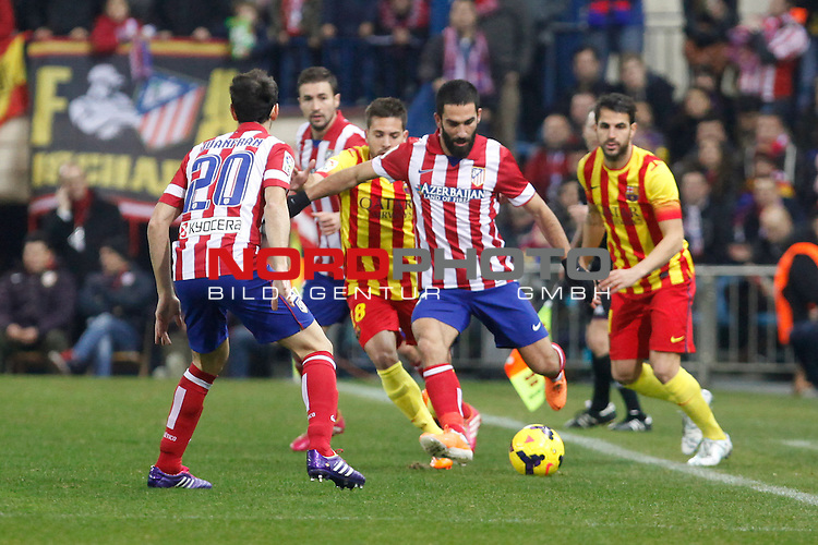 Atletico de Madrid¬¥s Arda Turan (C) and Barcelona¬¥s Jordi Alba (L) and Cesc Fabregas during La Liga match at Vicente Calderon stadium in Madrid, Spain. January 11, 2014. Foto © nph / Victor Blanco)