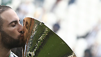 Calcio, Serie A: Juventus - Hellas Verona, Torino, Allianz Stadium, 19 maggio, 2018.<br /> Juventus' Gonzalo Higuain kisses the trophy during the victory league ceremony at Torino's Allianz stadium, 19 May, 2018.<br /> Juventus won their 34th Serie A title (scudetto) and seventh in succession.<br /> UPDATE IMAGES PRESS/Isabella Bonotto