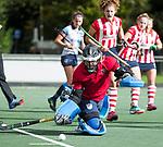 AMSTELVEEN - Keeper Jullia Remmerswaal (HDM)  met Julia Verschoor (HDM) .Hoofdklasse competitie dames, Hurley-HDM (2-0) . FOTO KOEN SUYK