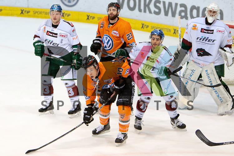 vl Steffen T&ouml;lzer (Toelzer, Augsburg, 13), Gerrit Fauser (Wolfsburg, 23), Tyler Haskins (Kapit&auml;n, Wolfsburg, 10), Mark Cundari (Augsburg, 4), Jonathan Boutin (Augsburg, 35) Zweikampf, Duell, duel, tackle, Dynamik, Action, Aktion beim Spiel in der DEL, Grizzlys Wolfsburg (orange) - Augsburger Panther (weiss).<br /> <br /> Foto &copy; PIX-Sportfotos *** Foto ist honorarpflichtig! *** Auf Anfrage in hoeherer Qualitaet/Aufloesung. Belegexemplar erbeten. Veroeffentlichung ausschliesslich fuer journalistisch-publizistische Zwecke. For editorial use only.