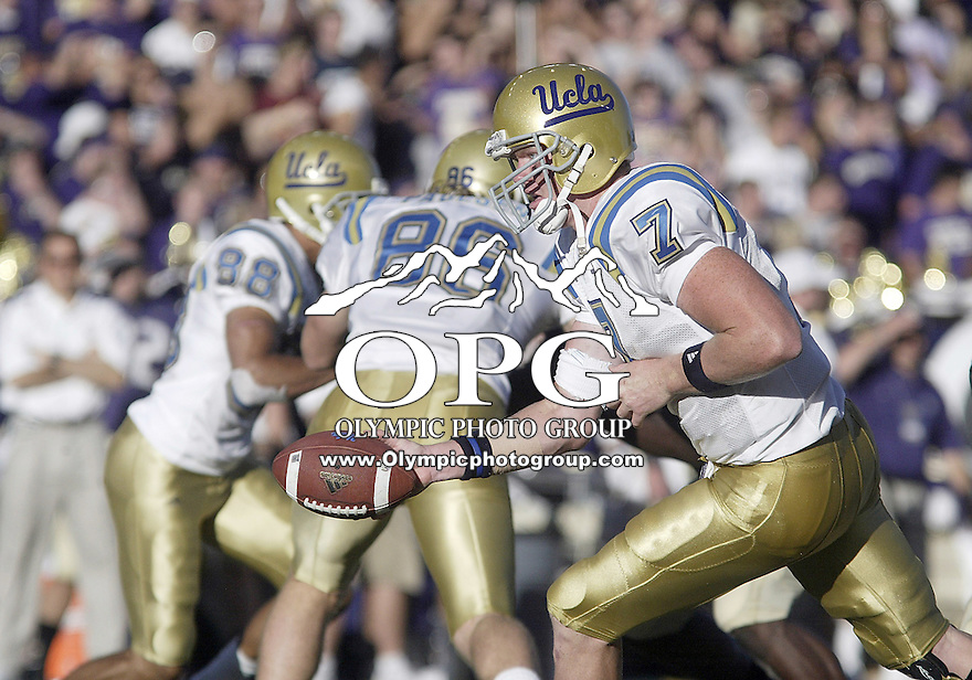 SEPT 23, 2006:  UCLA quarterback Ben Olson hands the ball off to tailback #36 Kahlil Bell during fourth quarter action against the Washington Huskies. ..The Washington Huskies won 29-19 over the UCLA Bruins at Husky stadium in Seattle, WA.