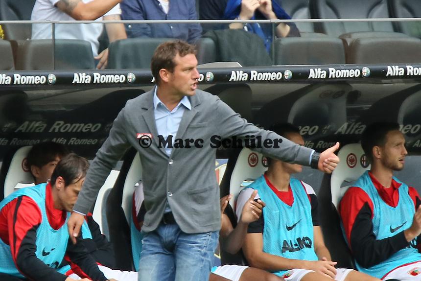 Trainer Markus Weinzierl (Augsburg) zeigt Thumbs up - Eintracht Frankfurt vs. FC Augsburg, Commerzbank Arena