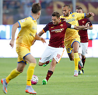 Calcio, Serie A: Frosinone vs Roma. Frosinone, stadio Comunale, 12 settembre 2015.<br /> Roma&rsquo;s Francesco Totti is challenged by Frosinone&rsquo;s Danilo Soddimo, right, during the Italian Serie A football match between Frosinone and Roma at Frosinone Comunale stadium, 12 September 2015.<br /> UPDATE IMAGES PRESS/Riccardo De Luca