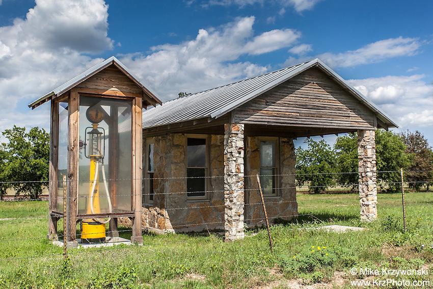 Historic gas station w/ housed gas pump near Clifton, TX