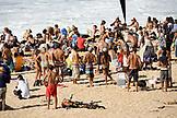 USA, Hawaii, Oahu, crowd at the Eddie Aikau surfing event, Waimea Bay, the North Shore