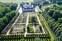 France, Loiret (45), Chilleurs-aux-Bois, château de Chamerolles et jardin renaissance (vue aérienne)