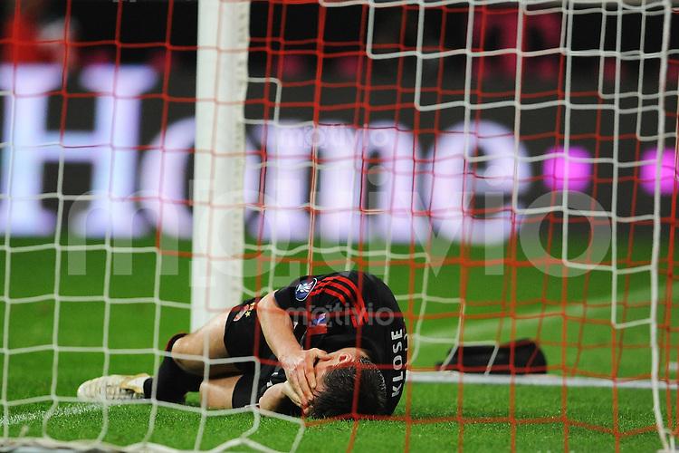 FUSSBALL   INTERNATIONAL   UEFA CUP   HALBFINALE   SAISON 2007/2008   FC Bayern Muenchen - Zenit Sankt Petersburg   24.04.08 Miroslav KLOSE (Bayern Muenchen) liegt enttaeuscht im Tor.