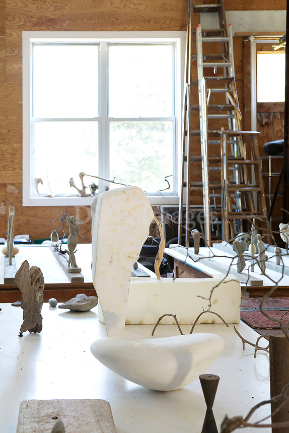 Sculptures and statuettes
