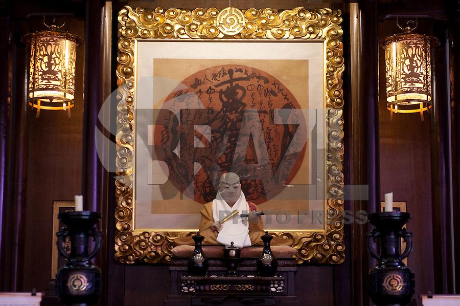 ATENÇÃO EDITOR FOTO EMBARGADA PARA VEÍCULOS INTERNACIONAIS - SAO PAULO, SP, 22 SETEMBRO DE 2012 – CATEDRAL BUDISTA NIKKYOJI -  Vista interior da Catedral Budista Nikkyoji no bairro da Vila Mariana, zona sul de São Paulo durante  Haru Matsuri (Festival da Primavera), tradicional festa que celebra a chegada da estação das flores. A catedral completará 50 anos no mês de novembro. FOTO: LEVI BIANCO BRAZIL PHOTO PRESS.