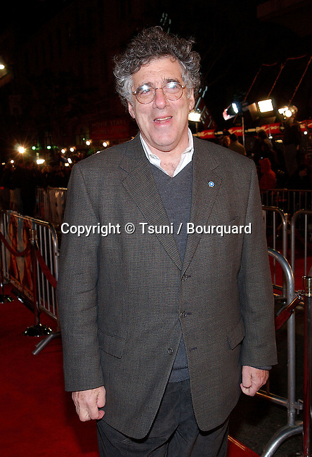 Elliott Gould arriving at the Vanilla Sky premiere at the  Grauman's Chinese Theater in Los Angeles. on Monday, December 10, 2001.            -            GouldElliott02B.jpg