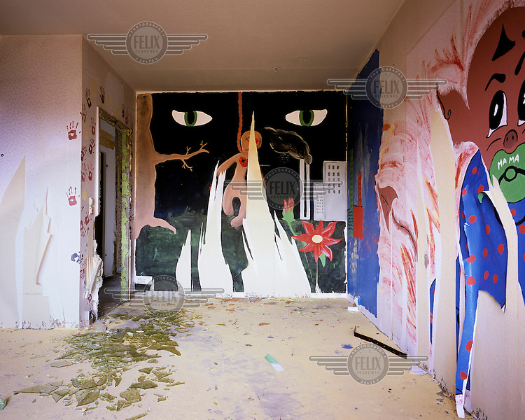 Painting on the walls of an empty pre-fabricated tower block which was done as part of the art project Malplatte before the demolition of the block in Hoyerswerda Neustadt. Once a socialist model of the former GDR, Hoyerswerda-Neustadt is now the most rapidly rapidly shrinking city in Germany.