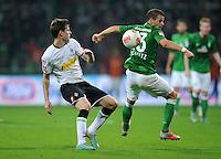 FUSSBALL   1. BUNDESLIGA    SAISON 2012/2013    8. Spieltag   SV Werder Bremen - Borussia Moenchengladbach  20.10.2012 Havard Nordtveit (li, Borussia Moenchengladbach) gegen Lukas Schmitz (re, SV Werder Bremen)