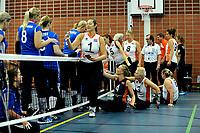 ASSEN - Volleybal, Internationaal zitvolleybal toernooi, Nederland - Rusland, 01-07-2017,  begroeting tegenstander met voorop Elvira Stinissen