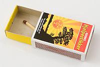 En fyrstikk i fyrstikkeske ---- Match in matchbox