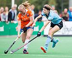 BLOEMENDAAL - Laurien Boot (Bl'daal) met Anne Abendrot (HGC) , 2e play out wedstrijd tussen Bloemendaal-HGC dames (2-0). COPYRIGHT KOEN SUYK