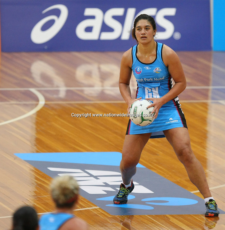 Steel's Sulu Tone-Fitzpatrick looks to pass the ball against the Thunderbirds in the ANZ Championship netball match, Edgar Centre, Dunedin, New Zealand, Saturday, April 06, 2013. Credit:NINZ/Dianne Manson