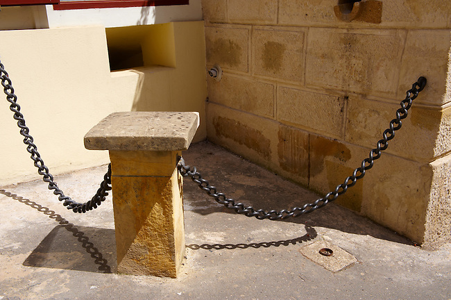 Chains from HMS Victory Placed here in 1878 by the Craoatian Navigator of HMS Victory, Zagreb, Croatia