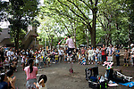 A busker performs his juggling routine inside Inokashira Park in the trendy neighborhood of Kichijoji in Musashino City,  Tokyo, Japan on 16 Sept. 2012.  Photographer: Robert Gilhooly