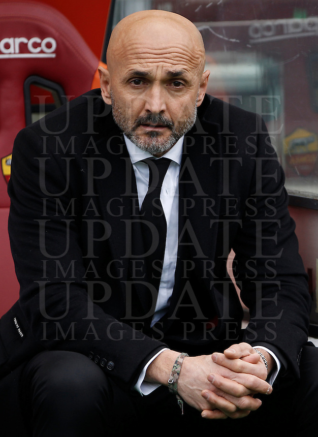 Calcio, Serie A: Roma vs Hellas Verona. Roma, stadio Olimpico, 17 gennaio 2016.<br /> Roma&rsquo;s coach Luciano Spalletti waits for the start of the Italian Serie A football match between Roma and Hellas Verona at Rome's Olympic stadium, 17 January 2016.<br /> UPDATE IMAGES PRESS/Isabella Bonotto