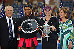 11.09.2011, Flushing Meadows, New York, USA, WTA Tour, US Open, Finale im einzel der Damen, im Bild SERENA WILLIAMS (USA) und SAMANTHA STOSUR (AUS) mit den Pokal // during WTA Tour US Open tennis tournament at Flushing Meadows, women singles final, New York, USA on 11/09/2011. EXPA Pictures © 2011, PhotoCredit: EXPA/ Newspix/ Marek Janikowski +++++ ATTENTION - FOR AUSTRIA/(AUT), SLOVENIA/(SLO), SERBIA/(SRB), CROATIA/(CRO), SWISS/(SUI) and SWEDEN/(SWE) CLIENT ONLY +++++