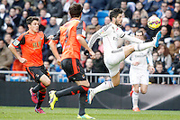 Real Madrid's Isco (r) and Real Sociedad's Gorka Elustondo (l) and Mikel Gonzalez (c) during La Liga match.January 31,2015. (ALTERPHOTOS/Acero) /NortePhoto<br />