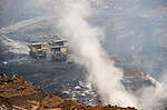 INDIA Jharia, open-cast coal mining of BCCL Ltd a company of COAL INDIA, burning coal fields / INDIEN Jharia , offener Kohle Tagebau von BCCL Ltd. ein Tochterunternehmen von Coal India, unterirdisch brennende Kohlefloeze