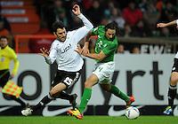 FUSSBALL   1. BUNDESLIGA   SAISON 2011/2012    16. SPIELTAG SV Werder Bremen - VfL Wolfsburg          10.12.2011 Chris (li, VfL Wolfsburg) gegen Claudio Pizarro (re, SV Werder Bremen)