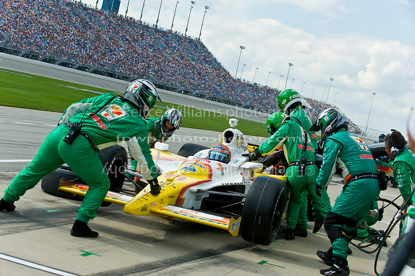 6-7 September 2008, Joliet, Illinois, USA.Tony Kanaan makes a pit stop..©F.Peirce Williams 2008.F. Peirce Williams.photography.ref: Capture via Nikon .NEF (RAW)