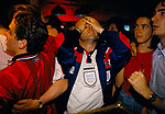 ENGLAND'S WORLD CUP 1998 FANS WATCH ENGLAND PLAY COLUMBIA AND WIN 2-0. SPORTS CAFE IN LONDON. 26-6-98, 1998