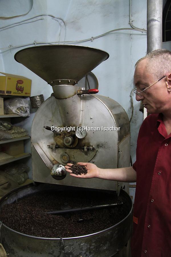 Israel, Lower Galilee, roasting coffee in Nazareth