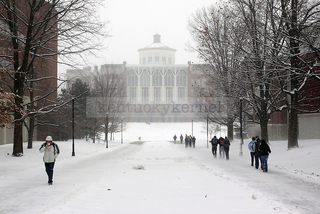 Students walk to and from classes as snow falls on Monday. Snow is predicted to fall throughout the night into Tuesday. Photo by Scott Hannigan | Staff