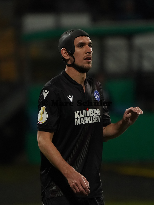 Damian Roßbach (Karlsruher SC) - 29.10.2019: SV Darmstadt 98 vs. Karlsruher SC, Stadion am Boellenfalltor, 2. Runde DFB-Pokal<br /> DISCLAIMER: <br /> DFL regulations prohibit any use of photographs as image sequences and/or quasi-video.