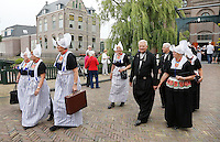 Nederland Volendam 2015 06 28. Volendammerdag. Mensen in klederdracht verlaten de kerk <br /> The Netherlands, Volendam, 2015 06 28. People dressed in Dutch national costume