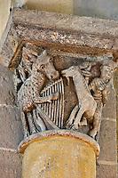 Europe/France/Auverne/63/Puy-de-Dôme/Parc Naturel Régional des Volcans/Saint-Nectaire: L'église de Saint-Nectaire est une église romane- détail chapiteau: Âne à la lyre et Homme chevauchant un bouc