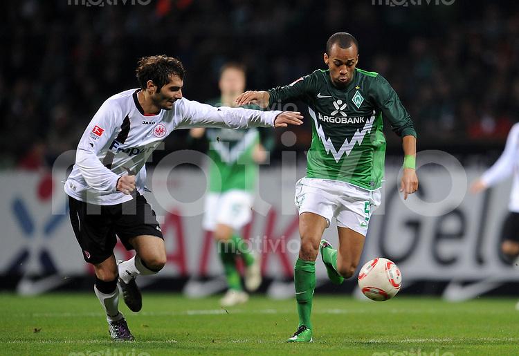 FUSSBALL   1. BUNDESLIGA   SAISON 2010/2010   12. SPIELTAG SV Werder Bremen - Eintracht Frankfurt                13.11.2010 Halil ALITNTOP (li, Frankfurt) gegen WESLEY (re, Bremen)