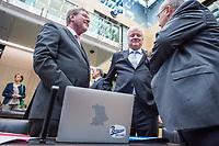 Sitzung des Bundesrat am Donnerstag den 3. November 2017.<br /> Der Berliner Buergermeister Michael Mueller ist turnusgemaess fuer die Dauer von 12 Monaten ab diesem Tag der Bundesratspraesident und somit auch der erste Stellvertreter des Bundespraesidenten.<br /> In der Bildmitte: Horst Seehofer (CSU), Bayerischer Ministerpraesident.<br /> 3.11.2017, Berlin<br /> Copyright: Christian-Ditsch.de<br /> [Inhaltsveraendernde Manipulation des Fotos nur nach ausdruecklicher Genehmigung des Fotografen. Vereinbarungen ueber Abtretung von Persoenlichkeitsrechten/Model Release der abgebildeten Person/Personen liegen nicht vor. NO MODEL RELEASE! Nur fuer Redaktionelle Zwecke. Don't publish without copyright Christian-Ditsch.de, Veroeffentlichung nur mit Fotografennennung, sowie gegen Honorar, MwSt. und Beleg. Konto: I N G - D i B a, IBAN DE58500105175400192269, BIC INGDDEFFXXX, Kontakt: post@christian-ditsch.de<br /> Bei der Bearbeitung der Dateiinformationen darf die Urheberkennzeichnung in den EXIF- und  IPTC-Daten nicht entfernt werden, diese sind in digitalen Medien nach §95c UrhG rechtlich geschuetzt. Der Urhebervermerk wird gemaess §13 UrhG verlangt.]