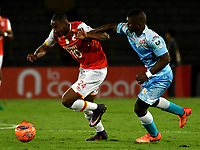 BOGOTA - COLOMBIA - 13 - 05 - 2017: Damir Ceter Valencia (Izq.) jugador de Independiente Santa Fe, disputa el balón con Fabio Castillo (Der.) jugador de Jaguares F. C., durante partido de la fecha 18 entre Independiente Santa Fe y Jaguares F. C., por la Liga Aguila I-2017, en el estadio Nemesio Camacho El Campin de la ciudad de Bogota. / Damir Ceter Valencia (L) player of Independiente Santa Fe struggle for the ball with Fabio Castillo (R) player of Jaguares F. C., during a match of the date 18th between Independiente Santa Fe and Jaguares F. C., for the Liga Aguila I -2017 at the Nemesio Camacho El Campin Stadium in Bogota city, Photo: VizzorImage / Luis Ramirez / Staff.