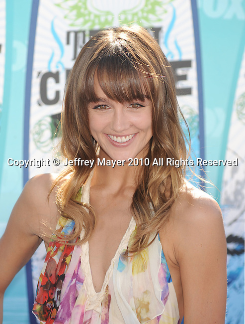 UNIVERSAL CITY, CA. - August 08: Sharni Vinson arrives at the 2010 Teen Choice Awards at Gibson Amphitheatre on August 8, 2010 in Universal City, California.
