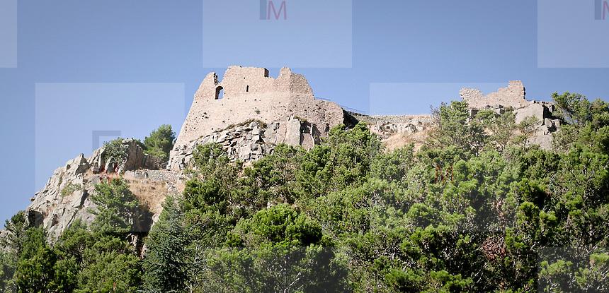 Le mura del Castello di Geraci..The wall of Geraci castle.
