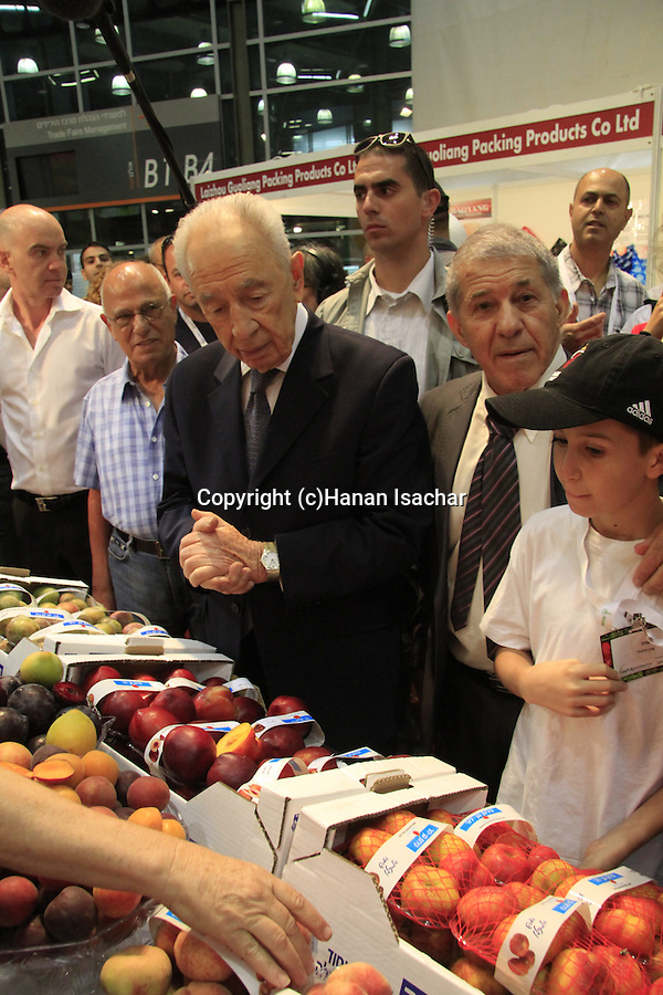 Israeli President Shimon Peres visits the Fresh AgroMashov 2013 International Fresh Produce Summit & Exhibition in Tel Aviv
