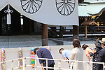 August 15, 2020, Tokyo, Japan - People bow their heads to honor war victims at the Yasukuni shrine in Tokyo on Saturday, August 15, 2020. Japan marked the 75th anniversary of its surrender of World War II.        (Photo by Yoshio Tsunoda/AFLO)