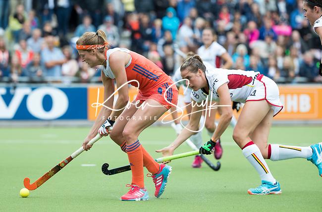 SCHIEDAM - Carlien Dirkse van den Heuvel (Ned)  met Aline Fobe (Bel)  tijdens een oefenwedstrijd tussen  de dames van Nederland en Belgie , in aanloop naar het  EK Hockey, eind augustus in Amstelveen. COPYRIGHT KOEN SUYK